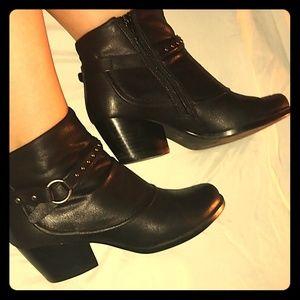 NWOT Black booties